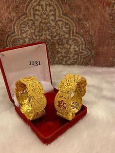 Gold Plated Bangles, Wedding Function, Bangle Set, Gold Jewelry, Jewellery, Carat Gold, Beautiful Shoes, Fashion Jewelry, Jewelry Design