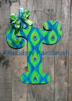 Super Painting Wood Letters Decorated Front Doors 21 Ideas Source by Wood Letters Decorated, Painting Wooden Letters, Painted Letters, Painted Crosses, Decorated Doors, Letter Door Hangers, Wooden Door Hangers, Wooden Doors, Knotty Pine Decor