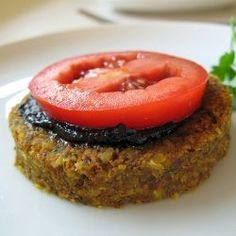 Raw vegan veggie burgers with carrot, onion, almonds and pecans - fast and delicious