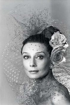 Audrey Hepburn, elegance at every age. Truly lovely and there will never be anyone who comes close. Audrey Hepburn Mode, Audrey Hepburn Photos, My Fair Lady, Divas, Golden Age Of Hollywood, Old Hollywood, Classic Hollywood, Elsa Peretti, Classic Beauty