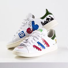 """Custom Stan smith sneakers titled """"Montréal"""". For a limited time only, you can order online via www.instockshowroom.com Check out the full collection of customs!  #antoinetava #tava #custom #stansmith #adidasoriginal #adidas #popart #painting #mtl #montreal #expos #bleublancrouge @station16gallery @instockshowroom"""