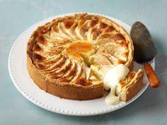 Omena-juustokakku Cheese Recipes, Cake Recipes, Dessert Recipes, Cooking Recipes, Finnish Recipes, Lemon Cheese, No Bake Desserts, Yummy Cakes, Food To Make