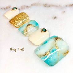キラキラターコイズのフットネイル♪【Arry...|ネイルデザインを探すならネイル数No.1のネイルブック Hawaiian Nails, White Pedicure, Pedicure Nail Art, Toe Nail Art, Pedicure Designs, Nail Art Designs, Marble Nail Art, Feet Nails, Toenails