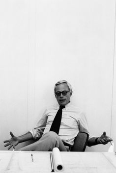 IVISUAL has learned a lot from great designers. Dieter Rams is one of them. His 10 principles for good design is ubiquitous on the all kind of design process. Little Designs, Cool Designs, Dieter Rams Design, Digital Communication, Braun Dieter Rams, Consumer Products, Design Process, We The People, Happy People
