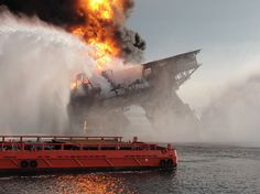 Deepwater Horizon Oil Rig: The First 36 Hours - Neatorama