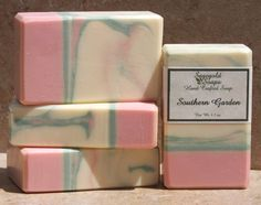 Juicy ripe Georgia peaches and graceful White Magnolia with just a hint of delicate Freesia, Jasmine and Rose. Whether youll be sipping Mint Juleps on