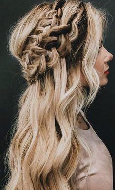 boho half up half down wedding hairstyle #weddinghairstyles #bridalhairstyles #bridalfashion #weddingtrends #weddinginspiration