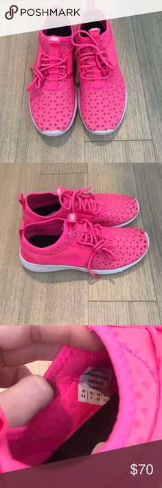 NWT hotpink Nike running shoe NWT hotpink Nike running shoe. 6.5. All of my clothing is either brand new, NWOT or worn once or twice. Bundle & save 💕 📦Same/Next day shipping Nike Shoes Athletic Shoes