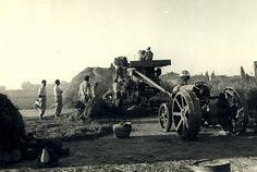 Esta es la primera trilladora que yo recuerdo, a nuestra llegada  a las Marismascon el tractor Ferguson de petróleo y las ruedas metálicas.