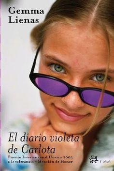 El diario violeta de Carlota no es una novela. Tampoco un diario íntimo cualquiera. Carlota, animada por el juego que le propone su abuela, observa el mundo con las gafas violetas y comprueba que aquellas situaciones cotidianas que aprecían incuestionables resultan injustas y discriminatorias