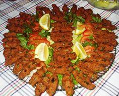 the Sultan's Feast at the Kalyani, the Sultan's Kitchen at the Topkapi: Çiğ köfte; bulgur, isot, kıyılmış et, salça, soğan, maydanoz ve baharatların yoğurulup karıştırılması ile hazırlanan, çiğ olarak tüketilen, Şanlıurfa yöresine ait bir yiyecektir. Kaynak belirtilmeli Genellikle ince ve uzun (sıkma) köfte parçaları şeklinde ve marul yaprağı ile servis edilir. Bazı yörelerde lavaş ekmeği ile tüketilir. Adıyaman, Gaziantep, Diyarbakır, Elazığ, (showing regional differences) çiğ köfteler…