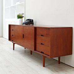 스카겐 AV 장식장, 398k Wooden Furniture, Furniture Design, Sofa Scandinavian, Cube Design, Living Room Tv, Tropical Decor, Mid Century Modern Furniture, Retro Design, Decorating Your Home
