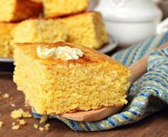 Homemade Buttermilk Cornbread - This isn't too crumbly! Delicious with butter and honey, yet this isn't the best-tasting cornbread recipe I have. Buttermilk Cornbread, Homemade Buttermilk, Cornbread Recipes, Homemade Cornbread, Sweet Cornbread, Cornbread Cake, Buttermilk Recipes, Fried Cornbread, Buttermilk Substitute
