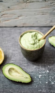 Creamy Avocado Dip w Lemon Juice and Garlic Avocado Dip, Everyday Food, Easy Snacks, Food Inspiration, Vegan Vegetarian, Tapas, Vegan Recipes, Yummy Food, Healthy Food