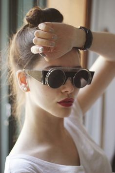 To Infinity and Beyond: WOMENS EXQUISITE FASHION ROUND CUT OUT TRIM GEOMETRIC RETRO SUNGLASSES 9266