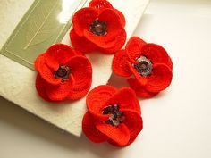 @Lauren Walters I found these crochet red poppies this morning and thought they would make  CUTE boutonnieres