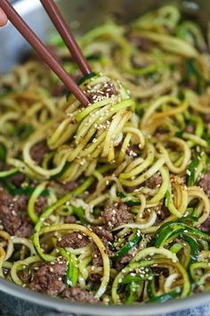 Korean Beef Zucchini Noodles – LOW CARB Korean beef bowls except with zoodles! I… Korean Beef Zucchini Noodles – LOW CARB Korean beef bowls except with zoodles! It is so much healthier and lighter without any of the carb guilt! Healthy Recipes, Asian Recipes, Low Carb Recipes, Cooking Recipes, Healthy Meals, Dinner Healthy, Healthy Food, Dessert Healthy, Breakfast Healthy