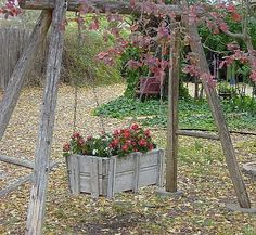 Repurposed Garden Containers and Tons of Great ideas for your plants - GARTEN Garden Junk, Wooden Garden, Garden Planters, Garden Beds, Small Gardens, Outdoor Gardens, Wooden Swings, Dream Garden, Yard Art