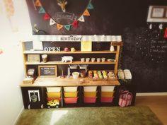 子供部屋だけはカラフルにしたくて、かラボに棚を作っただけですが、すごくお気に入りです。DIYのいいとこは、子供の成長に合わせて自分で作り直せるところ!壁も黒板塗料で塗りたくりました^^