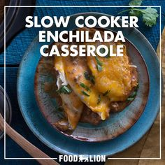 With just five ingredients and a dash of salt to season, this slow cooker enchilada casserole can be served as is or scooped up with tortilla chips for a fun twist on dinner that the whole family will love. Slow Cooker Mac Cheese, Crock Pot Slow Cooker, Crock Pot Cooking, Slow Cooker Recipes, Crockpot Recipes, Quick Recipes, Meat Recipes, Mexican Food Recipes, Cooking Recipes