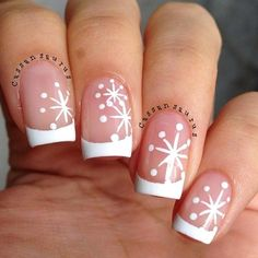 I am presenting before you Christmas snowflake acrylic nail art designs, ideas & stickers of try out these cute Xmas nails and flaunt your style like never before. Xmas Nails, Holiday Nails, Christmas Nails, Diy Nails, Snow Nails, Diy Ongles, Uñas Diy, Snowflake Nails, Easy Snowflake