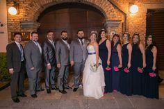 Madrinhas de casamento azul marinho e roda pink, padrinhos de casamento em cinza e azul