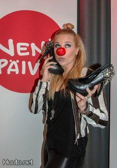 Krista Siegfridsin sähäkät esiintymiskorkkarit Nenäpäivä-huutokaupassa #Huuto.net