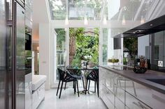 contemporary kitchen with skylights over extensive wall of windows - modern london kitchen - Siobhan Loates Design Minimal Kitchen Design, Minimalist Kitchen, Kitchen Modern, Kitchen Contemporary, Modern Kitchens, Design Kitchen, Kitchen Layout, Condo Design, Home Interior Design