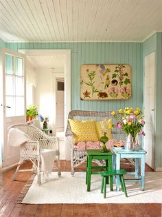 Love the creamy white ceiling with the shabby turquoise walls.