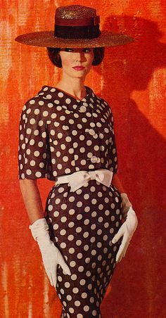 Polka Dot Fashion ♥ 1950's This reminds me of Julia Roberts in Pretty woman.