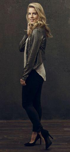 Emily Bett Rickards as Felicity Smoak Felicity Smoke, Arrow Felicity, Emily Bett Rickards, Fashion Tv, Autumn Fashion, Cute Outfits, Celebs, Style Inspiration, My Style