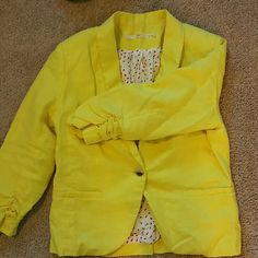A RE-POSH! VIBRANT YELLOW BLAZER LINEN...Yellow (soft canary)...1-button in front...gathered sleeves Gibson brand/made in China...waist length This blazer is so ON POINT!! ??NOTE?? THE SIZE IS X-LARGE; HOWEVER IT RUNS SMALL & I say that based on my body build: broad/wide shoulders;  semi-muscular arms; bust size 38DD Jackets & Coats Blazers