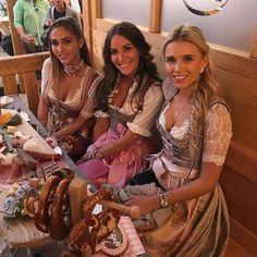 Oktoberfest Outfit, German Girls, German Women, Octoberfest Girls, Drindl Dress, Beer Maid, Beer Girl, Traditional Dresses, Pretty Woman