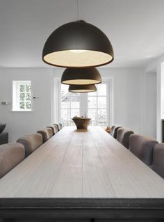 Contemporary Décor Ideas: Some Lighting Pieces To Make Your Dining Room Design Even More Special. Dining Decor, Dining Room Lighting, Dining Room Design, Dining Room Furniture, Home Furniture, Dining Table, Dining Area, Piece A Vivre, Contemporary Interior