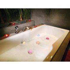 Wer gerne badet, wird diese Idee hier lieben! Schafft eine echt entspannende und angenehme Atmosphäre :)
