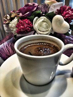 """☕️ """"Bir kişiye kahve ısmarlamak onun gönlünden bir sandalye çekmektir""""  Ve tüm iyi şeylerin başlangıcıdır. Gönülden ikram edilen bir fincan kahve.."""