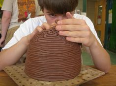 i like the way it was constructed Ceramics Projects, Clay Projects, Container Plants, Plant Containers, Ceramic Texture, Coil Pots, Classroom Projects, Art Lesson Plans, Clay Creations
