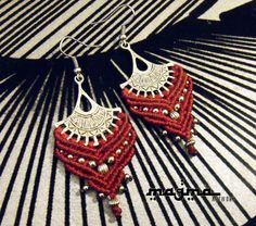 Boucles macramè de Tribal tsigane la main rouge par MagmaArtwork, $20.50