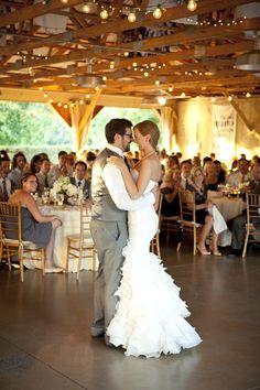 love the dress & reception setup