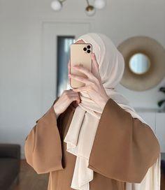 Muslim Girls Photos, Stylish Girls Photos, Hijab Hipster, Hijab Collection, Muslim Women Fashion, Foto Instagram, Hijab Chic, Cute Girl Face, Beautiful Hijab