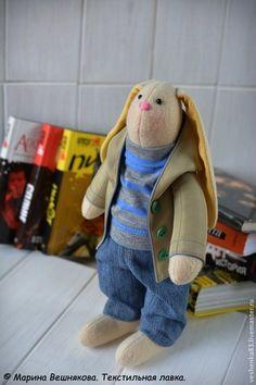 Зайцы. Заяц из флиса. Заяц в куртке. - бежевый,заяц игрушка,текстильный заяц