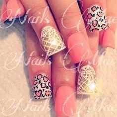 Uñas dorado y blanco con leopardo rosa