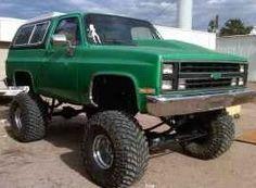 1985 K5 Chevy Blazer 454/400  16 inches of lift  YEAH BABY!!!!