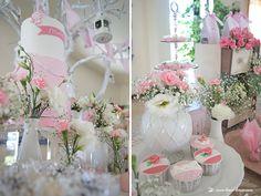 Lima Limão - festas com charme: Batizado da Madalena: anjinho charmoso! How To Make Cake, Floral Arrangements, Garland, Delicate, Colours, Invitations, Table Decorations, Simple, Party
