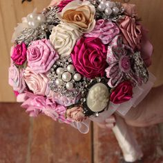 Buquê de Tecido e Broches / Fabric Flower and Brooch Bouquet