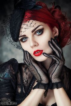 Top Gothic Fashion Tips To Keep You In Style. As trends change, and you age, be willing to alter your style so that you can always look your best. Consistently using good gothic fashion sense can help Dark Beauty, Goth Beauty, Estilo Pin Up, Estilo Rock, Steam Punk, Makeup Gothic, Chica Dark, Gothic Jewelry, Gothic Clothing