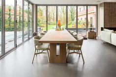 in dit interieur hoort de PolyUrethaan gietvloer bij de architectuur van het huis en komen de meubelen optimaal tot hun recht! Hier is een warme tint gekozen, waardoor het interieur sfeer krijgt! www.designgietvloer.nl