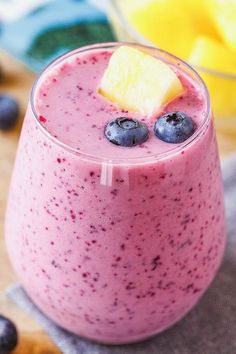 Blueberry Pineapple - A sweet and fresh smoothie to grab when you think you may miss eating your daily serving of fresh fruits! Fruit Smoothies, Pineapple Smoothie Recipes, Blackberry Smoothie, Good Smoothies, Smoothie Drinks, Strawberry Pineapple Smoothie, Detox Drinks, Jamba Juice Recipes, Detox Recipes