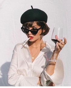 47 Retro Sunglasses Outfit Ideas that Cant Go Wrong Spring summer fashion classy chic casual ootd Black Berets street styles White silk blouse … - New Site Women Smoking, Girl Smoking, Beret Street Style, Halloween Gesicht, Taylor Lashae, Black Berets, White Silk Blouse, Black Blouse, Look Girl