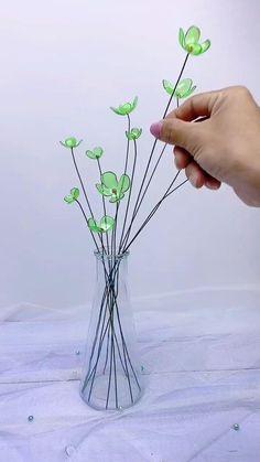 Paper Flowers Craft, Flower Crafts, Diy Flowers, Paper Crafts, Flower Diy, Handmade Flowers, Diy Wall Art, Diy Wall Decor, Lavender Crafts